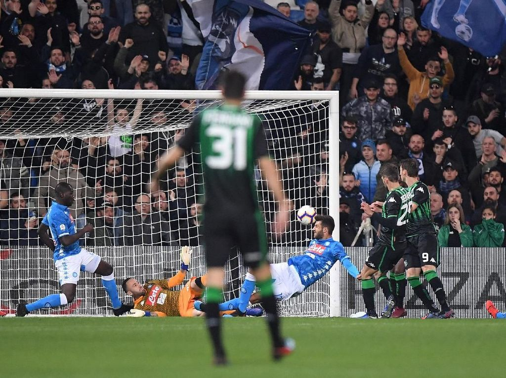 Hasil Liga Italia: Diimbangi Sassuolo, Napoli Makin Jauh dengan Juventus