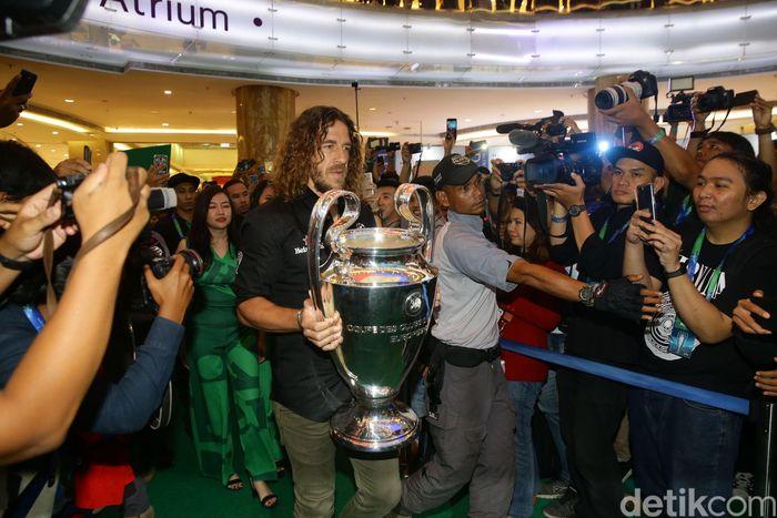 Carles Puyol hadir dalam acara bertajuk UEFA Champions League Trophy Tour yang digagas oleh Heineken di Jakarta, Senin (11/3/2019).