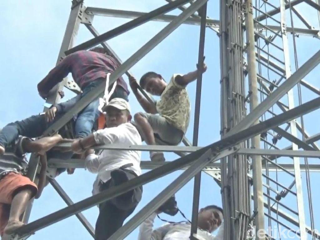 Aksi Wabup Purwakarta Panjat Tower Gagalkan Ayah-Anak Bunuh Diri