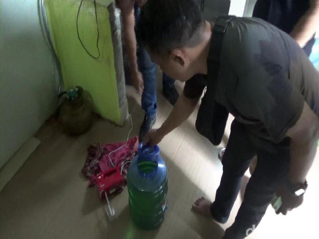 Gerebek Indekos, Polisi Sita Ribuan Kosmetik Ilegal di Makassar