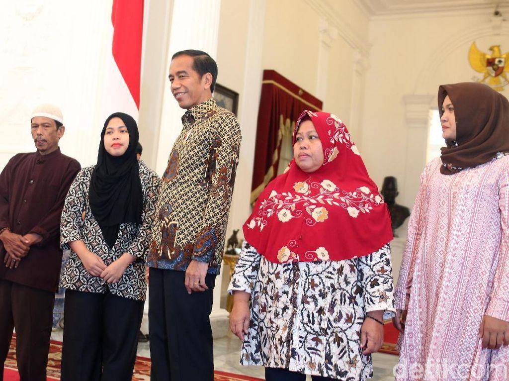 Menlu: Keluarga Siti Aisyah Beribu-ribu Terima Kasih ke Presiden