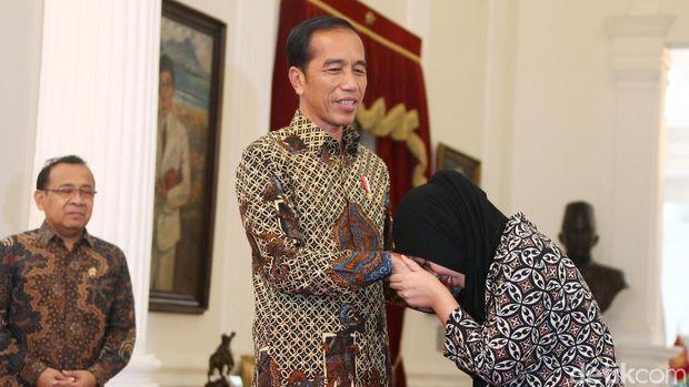 Siti Aisyah saat bertemu Jokowi /