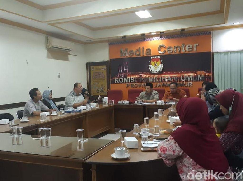 Warga Kediri Datangi KPU Jatim Laporkan 32 Orang Tak Masuk DPT