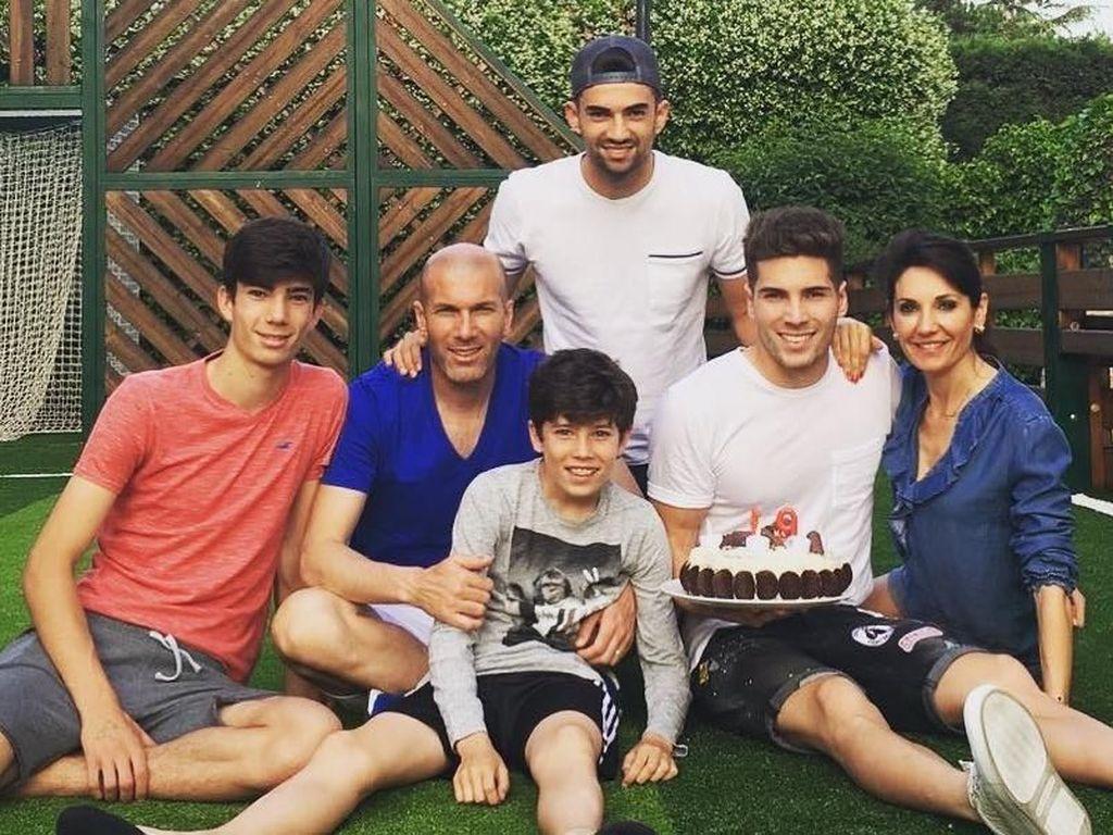 Intip 8 Potret Harmonis Zinedine Zidane bersama Keluarga