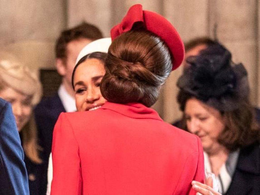 Meghan Markle & Kate Middleton Cipika Cipiki, Ini Kata Pakar Bahasa Tubuh
