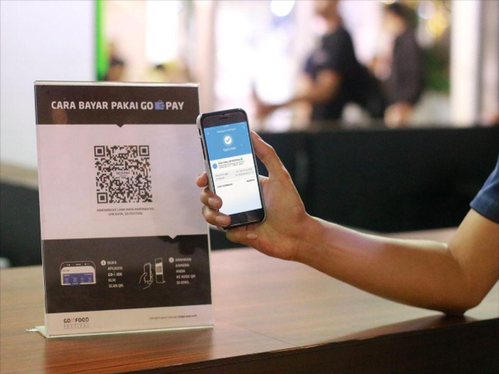 OJK Sebut 2020 Transaksi Perbankan 80% Pakai Ponsel