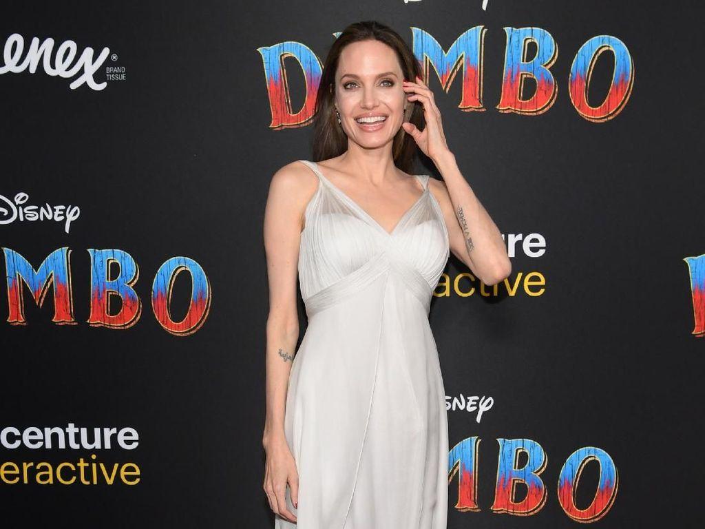 Jadi Editor Tamu Majalah Time, Angelina Jolie Tulis Soal Pengungsi