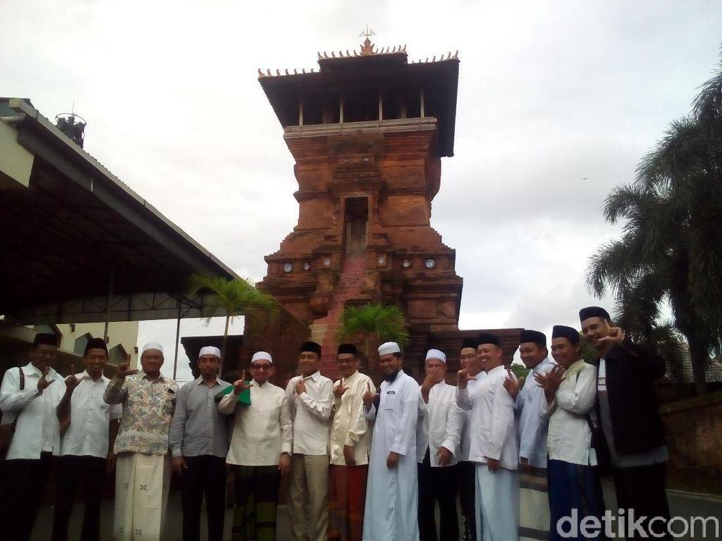 Salam 2 Jari Salim Segaf di Kompleks Menara Kudus Diprotes Pengurus