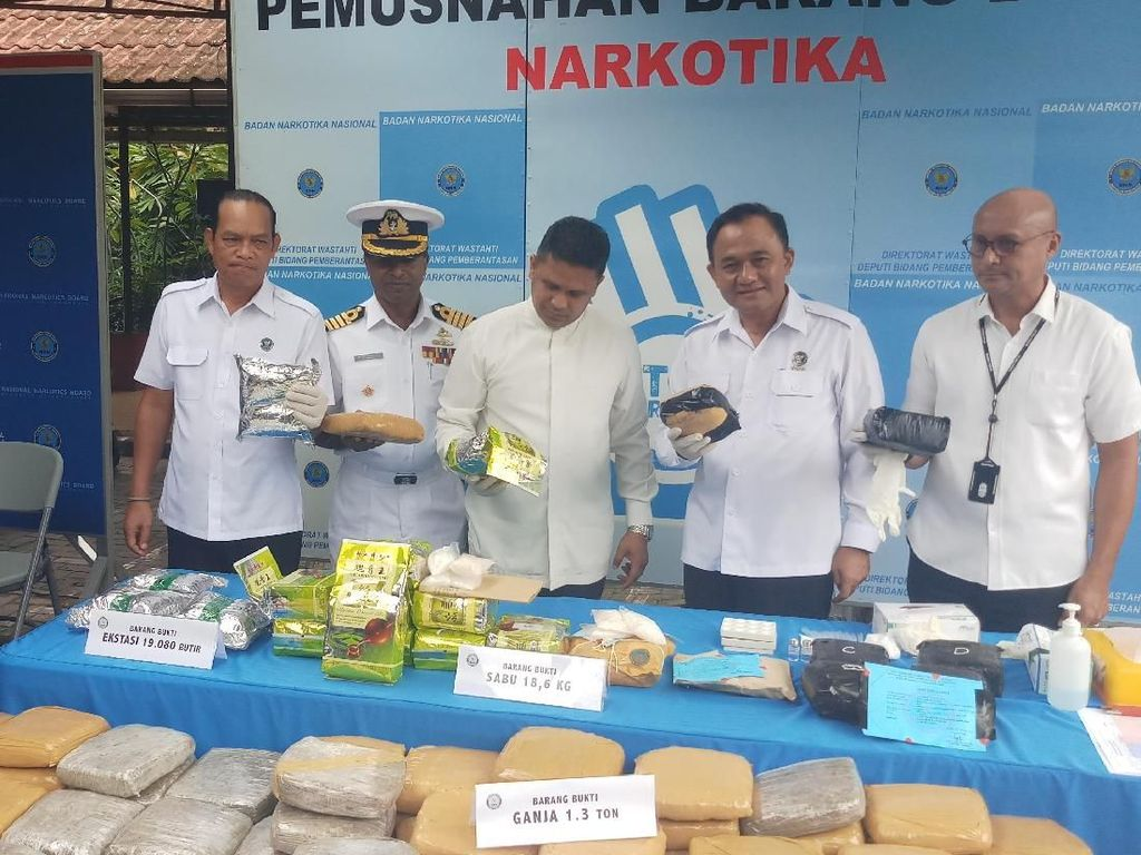 BNN Musnahkan Narkotika 1,3 Ton Ganja dan 18,6 Kg Sabu