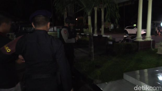 Temukan Granat Nanas, Sahrul Serahkan ke Kantor Polisi Pakai Plastik