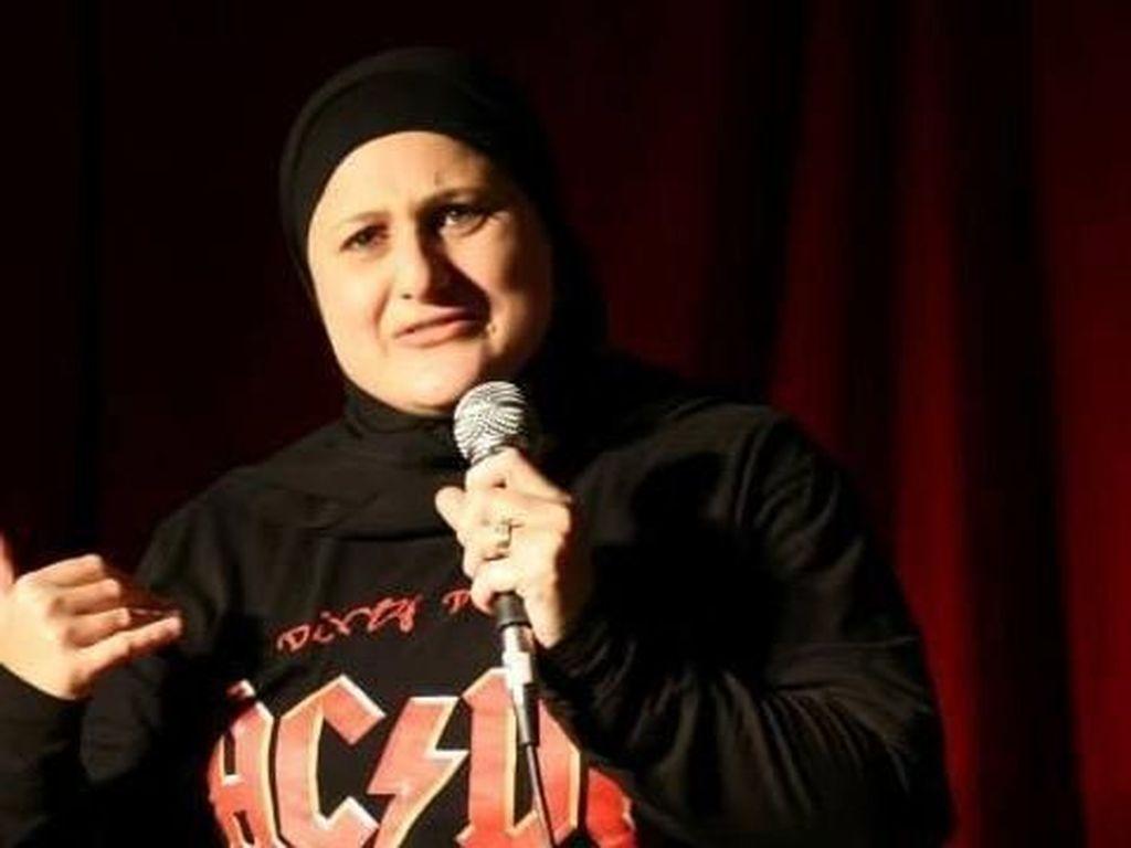 Frida Deguise, Komedian Berhijab Australia yang Pernah Dianggap Teroris