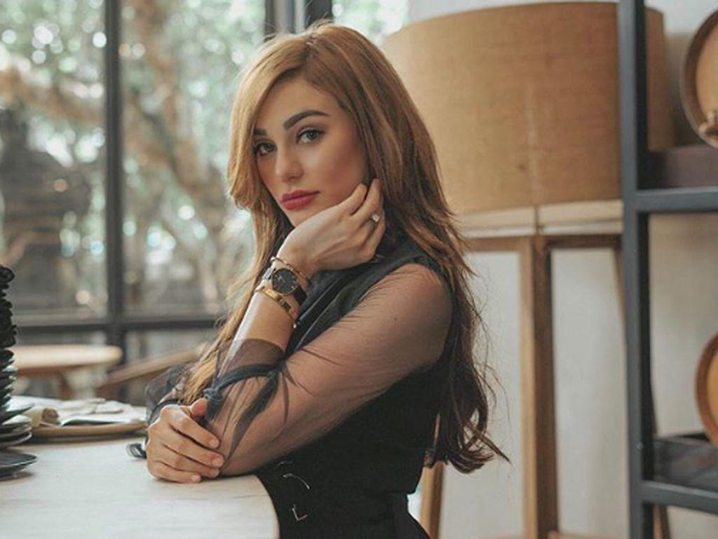 Isu Asmara Jerinx-Nora Alexandra, Viral Penjual Sayur Mirip Syahrini