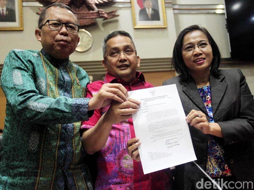 DPR Pilih Aswanto dan Wahiduddin Jadi Hakim Konstitusi