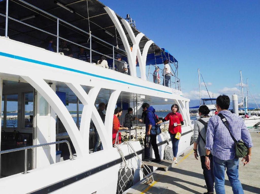 Bersantai Naik Yacht di Laguna Taiwan, Asyik Juga!