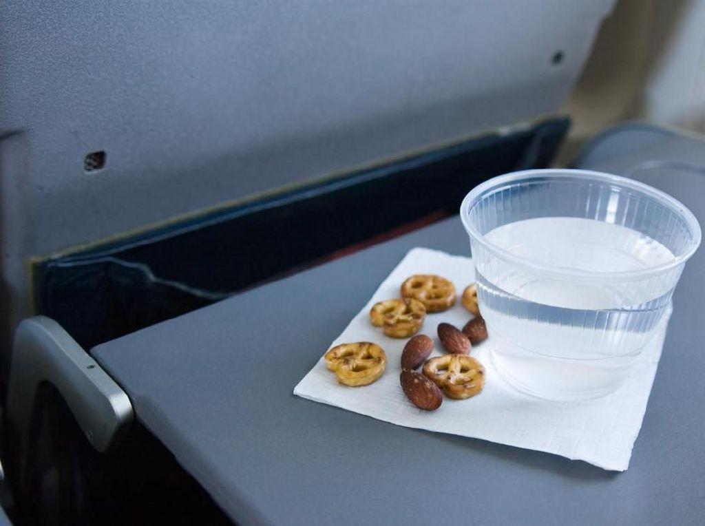 Alergi Kacang, Penumpang Ini Ngumpet di Toilet Pesawat