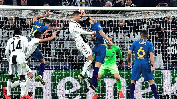 Cristiano Ronaldo mencetak dua gol melalui sundulan kepala.