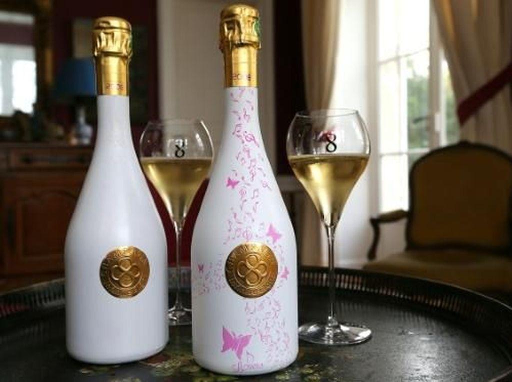 Unik! Botol Champagne Jadi Keren Saat Terkena Suhu Dingin