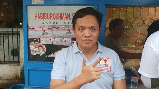 Prabowo Pakai Sarung Tangan Salami Warga, Ini Kata BPN