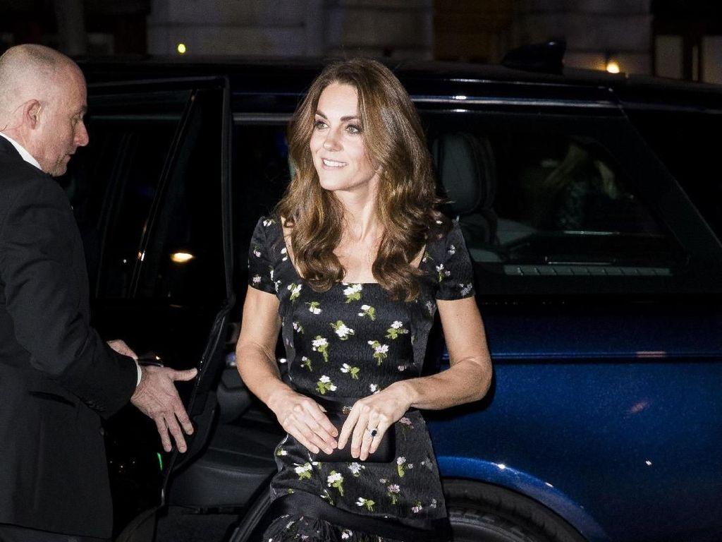 Kreatif! Kate Middleton Rombak Baju Lama dari 2017 Jadi Terlihat Baru