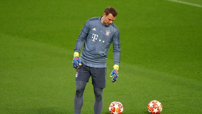 LIVERPOOL, ENGLAND - FEBRUARY 18: Manuel Neuer of Bayern Munich trains during the FC Bayern Muenchen Training Session ahead of the UEFA Champions League Round of 16 First Leg match between Liverpool and FC Bayern Muenchen at Anfield on February 18, 2019 in Liverpool, England. (Photo by Clive Brunskill/Getty Images)