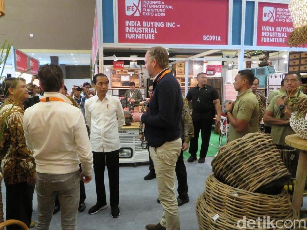 Tinjau Pameran Furnitur di JIExpo, Jokowi Harap Industri Mebel Tumbuh 2 Digit