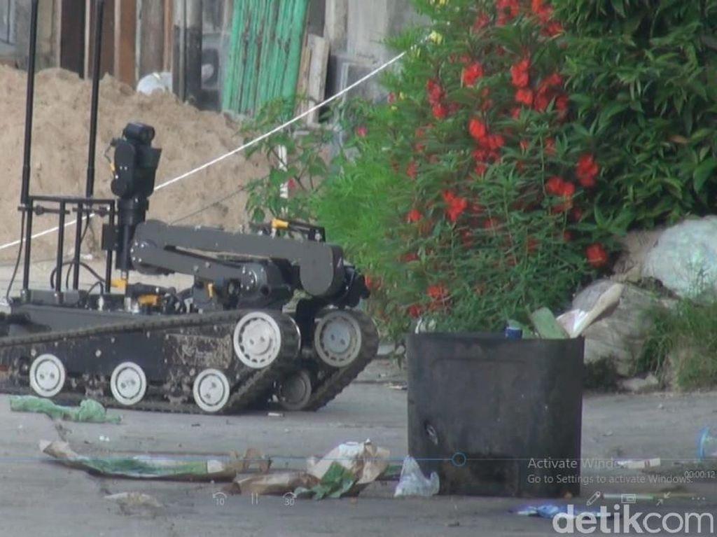 Potret Robot Densus 88 di Rumah Lokasi Ledakan di Sibolga