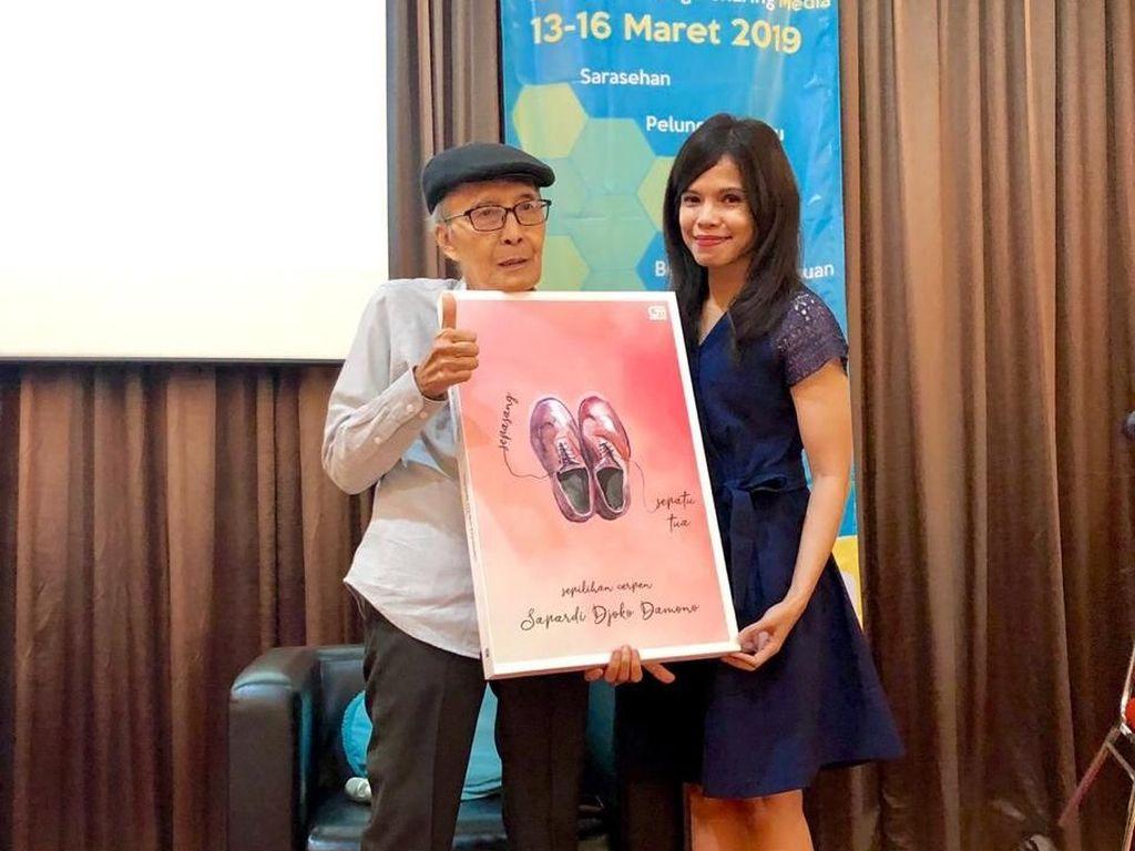 Sapardi Djoko Damono Bocorkan Novel Terbaru Berjudul Segi Tiga