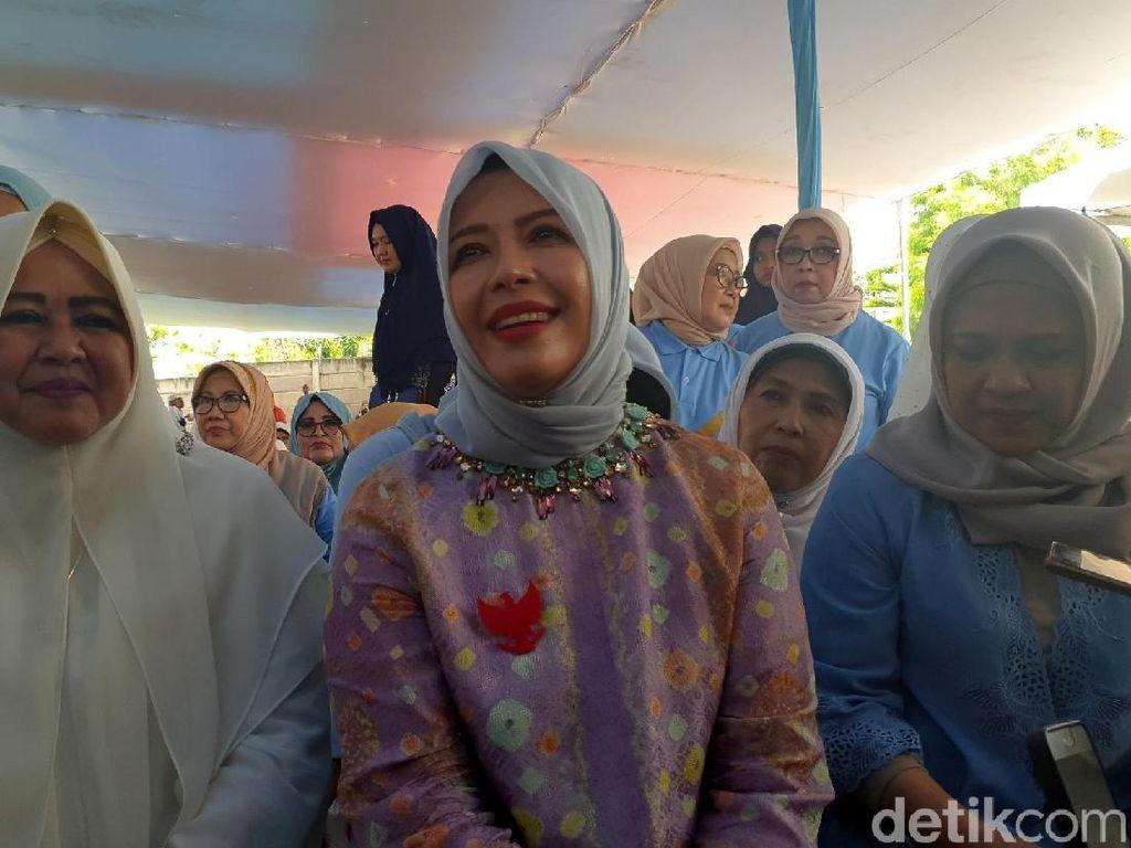 Doa Tak Putus Nur Asia Uno Jelang Sandiaga Debat Lawan Maruf Amin