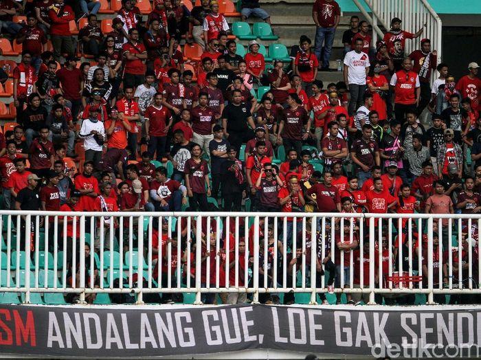 Foto pendukung PSM Makassar di Stadion Pakansari, Kabupaten Bogor. (Foto: Rifkianto Nugroho/Detikcom)