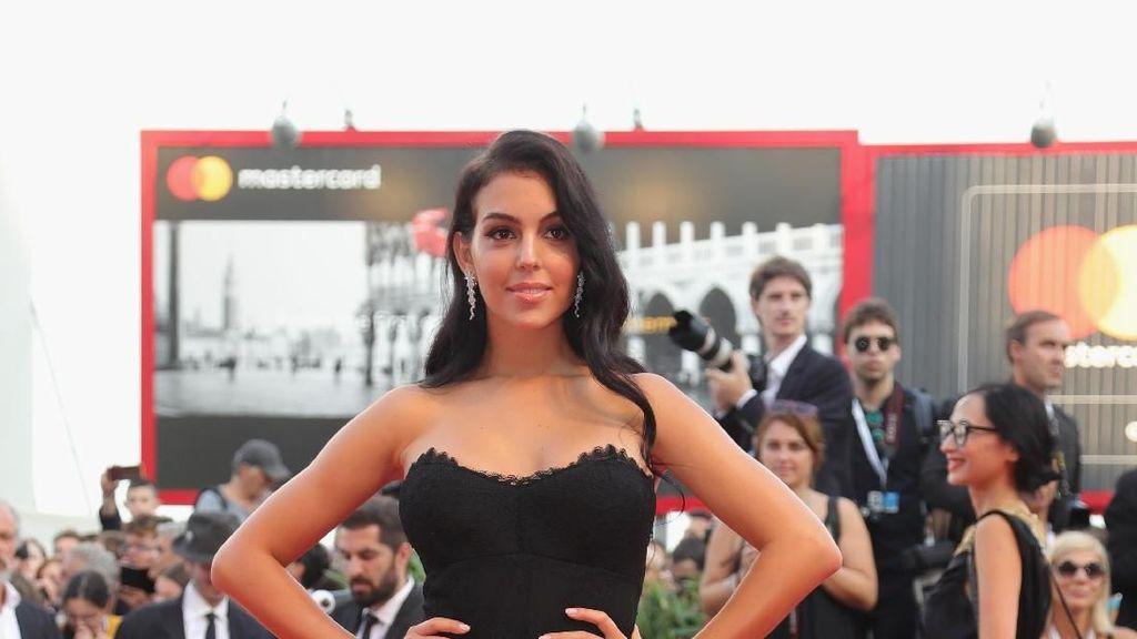 Fakta Georgina Rodriguez, Model Seksi yang Nangis Saat Ronaldo Hat-trick