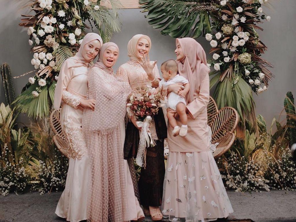 Tren Baju Kondangan Hijab Terbaru 2019, Cantik Nggak Pakai Ribet