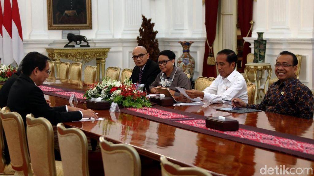 Jokowi Bahas Resolusi Konflik Rohingya Bareng Menlu Thailand