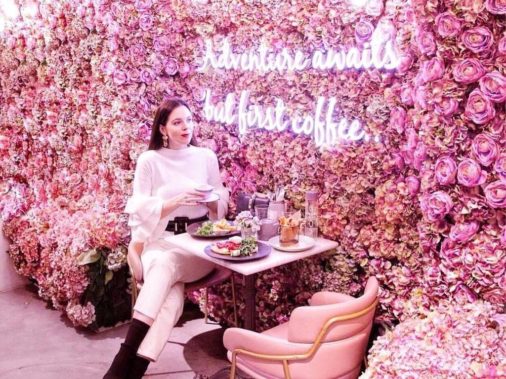 Girly Banget! Kafe Ini Punya Dekorasi Serba Pink yang Cantik