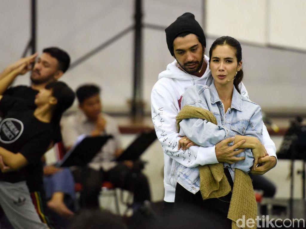 Cerita Reza Rahadian dan Marsha Timothy Kesulitan Hapal Dialog Puisi