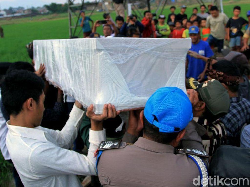 Ratusan Orang Antar Jenazah Bos Tekstil Korban Mutilasi ke Pemakaman