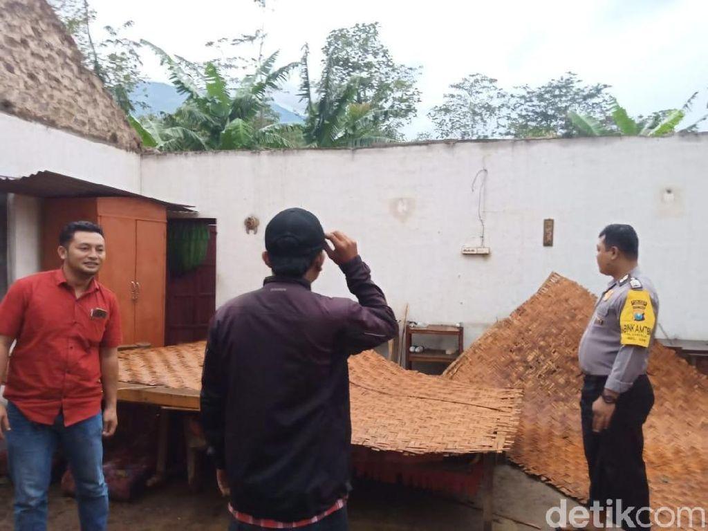 Dampak Hujan Es dan Angin Kencang di Ngawi, 8 Rumah Rusak, 1 Roboh