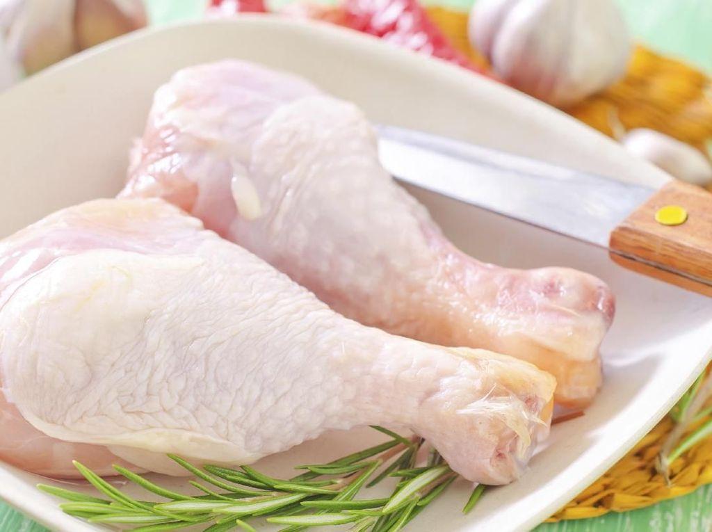 Sebelum Dimasak, Daging Ayam Perlu Dicuci atau Tidak?