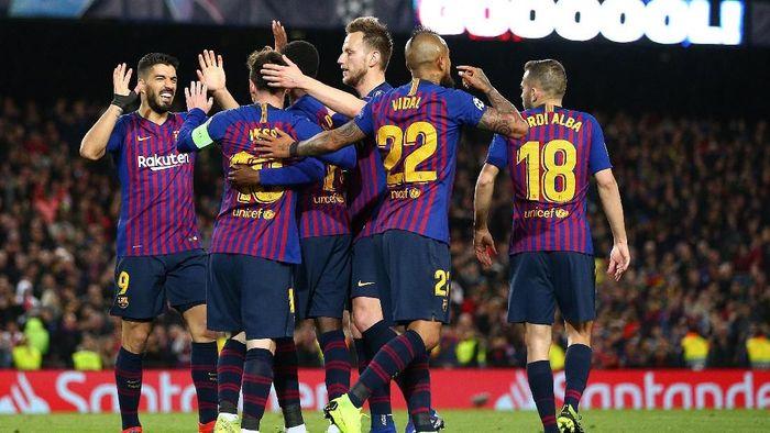 Barcelona jadi salah satu tim yang masih bisa meraih treble winners pada musim ini (Foto: Maja Hitij/Getty Images)
