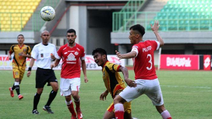 Mitra Kukar dikalahkan Semen Padang (ANTARA FOTO/Risky Andrianto)