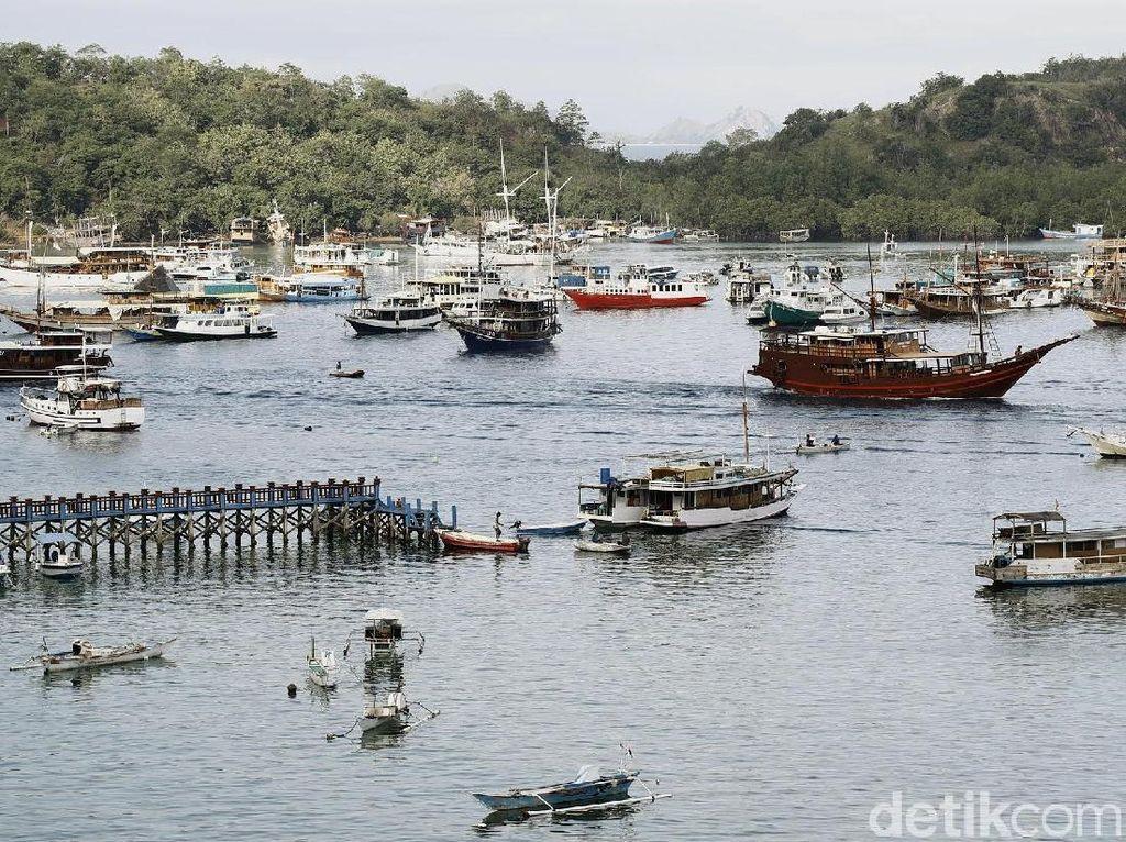 Kapal-kapal Wisata Siap Jamu Wisatawan