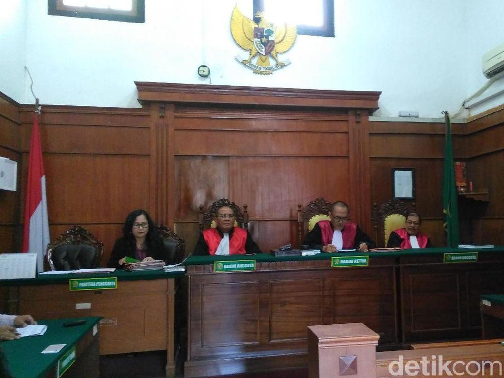 Hakim Perempuan dan Ayat Misoginis