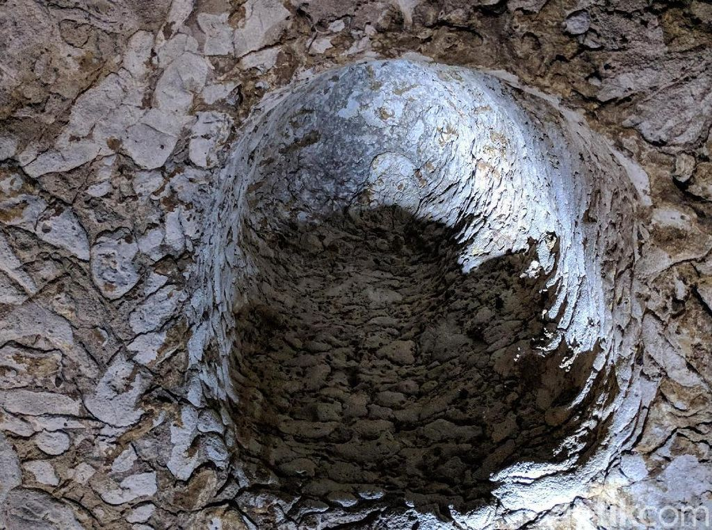 Menelusuri Indahnya Gua Batu Cermin di Labuan Bajo
