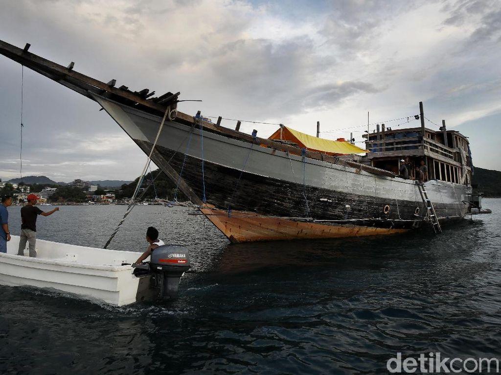 Aktivitas Pembuatan Kapal Kayu yang Mendunia