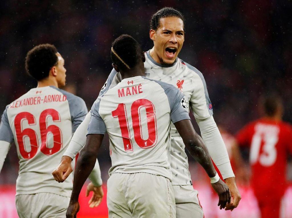 Malamnya Si Merah di Allianz Arena