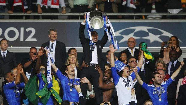 Roberto Di Matteo saat mengantar Chelsea menjuarai Liga Championd pada musim 2011/2012
