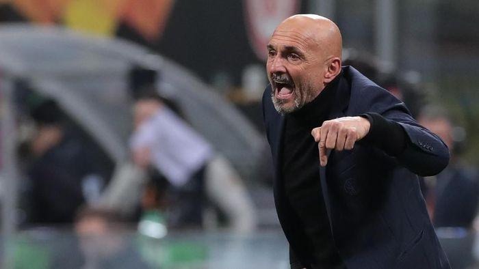 Luciano Spalletti menjelaskan kondisi permainan Inter Milan. (Foto: Emilio Andreoli/Getty Images)