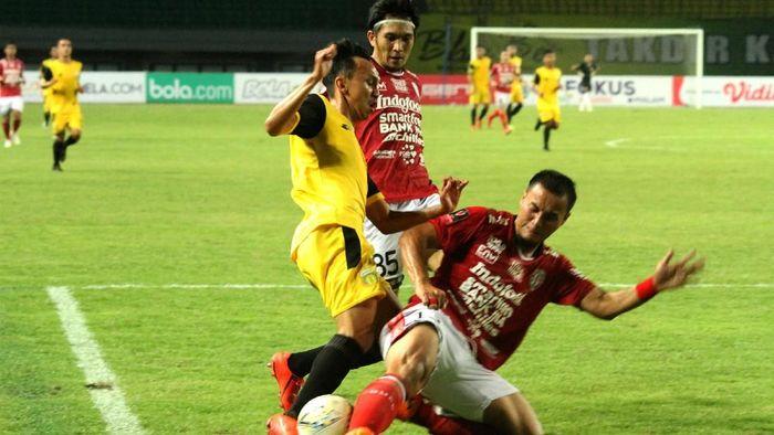 Bali United kalah telak dari Bhayangkara FC. (Foto: Risky Andrianto/Antara)