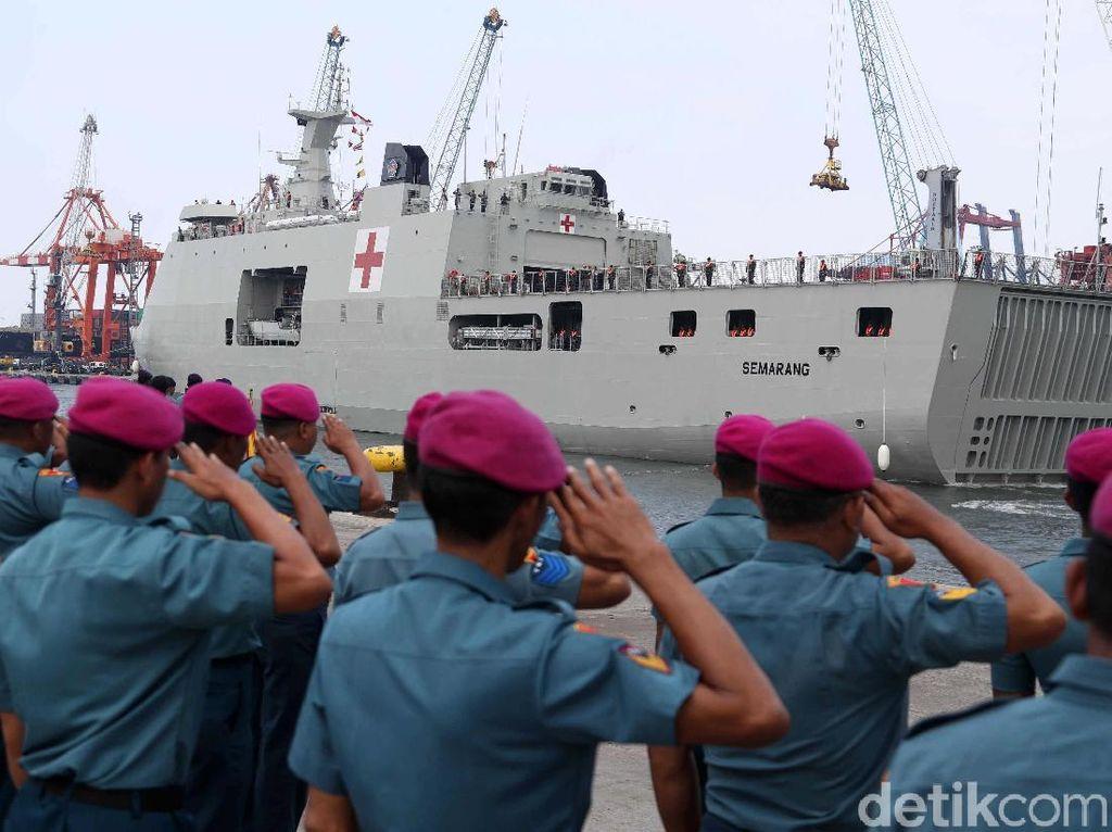 Kapal Perang RS KRI Semarang-594 Merapat di Tanjung Priok