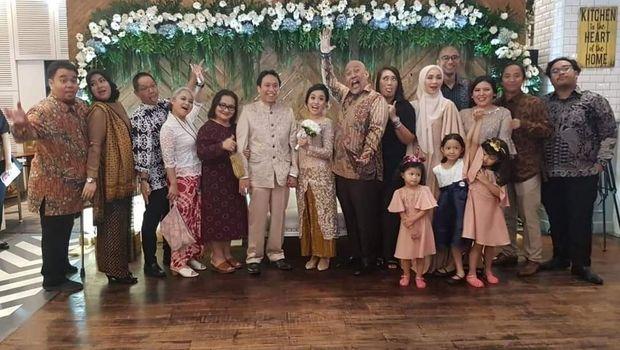 Indro Warkop menghadiri pernikahan putra Dono.