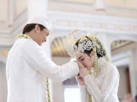 Memahami Makna Kesakralan Pernikahan di Balik Sunda siger Syahrini